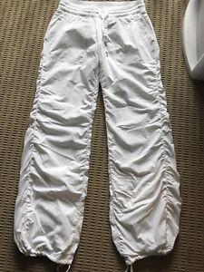 Lululemon White Lined Studio Pants - Size 8
