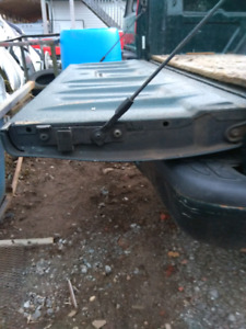 1994+ Chevrolet s10/ gmc sonoma tailgate in mint shape!