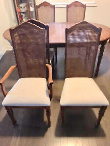 EUC dining room set - table+chairs hutch, curio closet= 9 piece