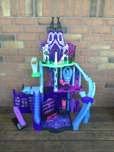 Kids Doll House - Monster High Freaky Fusion Catacombs