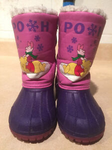 """Toddler """"Winnie The Pooh"""" Winter Boots Size 8 London Ontario image 4"""