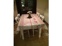 Vintage look table cloth