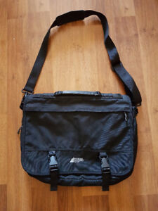 MEC Messenger/Laptop bag