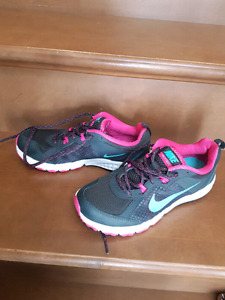 New Nike running shoes size 7