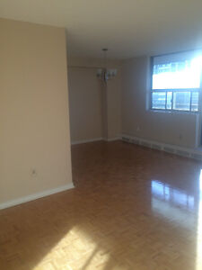 ROOM FOR RENT, FINCH & WARDEN, 5 MINS FROM SENECA COLLEGE