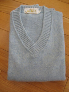 MAN'S BABY BLUE CANADIAN-MADE JANTZEN VEE-NECKED VEST