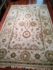 WOOL AREA RUG - EXCELLENT CONDITION