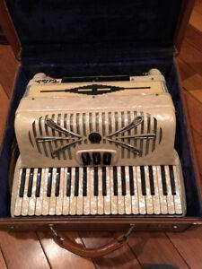 accordeon Piano fabriuépar Sonola