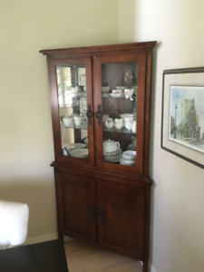CORNER CHINA/CURIO/COLLECTABLES CABINET SOLID WOOD