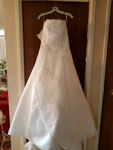Beautiful wedding dress for sale.