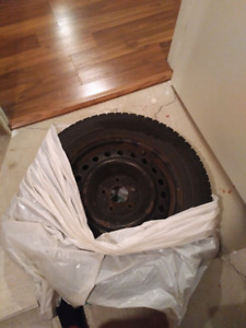 4 Dunlop winter tires and rims 215/60R16