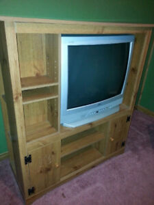 TV ENTERTAINMENT STAND WITH TV