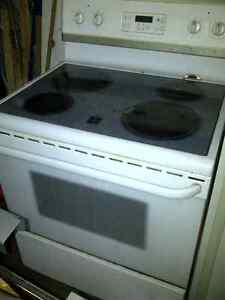 Fridgidaire glass top stove Cambridge Kitchener Area image 1
