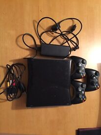 XBOX 360 250 GB +3 Controllers + 18 GAMES