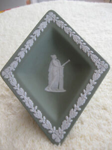 OLD VINTAGE ['70's] GREEN / WHITE JASPERWARE WEDGEWOOD TINY TRAY