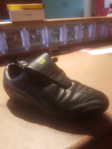 Mens/boys soccer cleats size 7