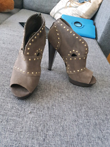 STEVE MADDEN 4 inches with platform pumps