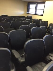 OFFICE CHAIRS IN GOOD CONDITION London Ontario image 3