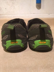 Youth Merrell Vibram Trail Shoes Size 6 London Ontario image 3