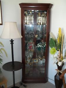 meuble vitré luxueux 819=378-4954