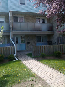 2 BEDROOM TOWNHOUSE FROM FEBRUARY 1.