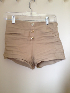 High Waisted Shorts / Shorts à Taille Haute