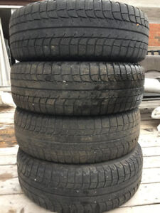 Ensemble de 4 Pneus d'hiver Michelin X-Ice 215/65 R16