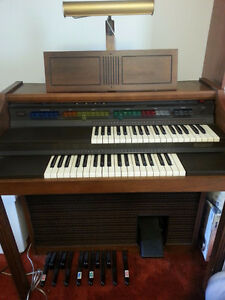 "Lowrey ""Debut"" ORGAN - FREE"
