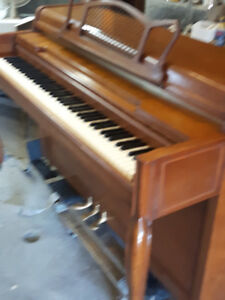 Piano Upright , apartment size ,, Excellent condition