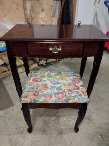 Beau bureau antique ou maquilleuse ou secrétaire avec banc