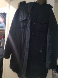 USED PARKA FROM ARITZIA SMALL (COMMUNITY)