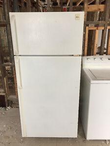 Laveuse /sécheuse / fridge réfrigérateur/ fourneau