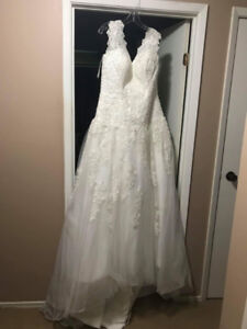Never Worn Wedding Dress - Size16