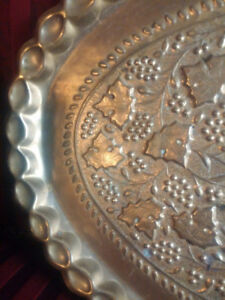 LARGE OVAL ANTIQUE VINTAGE BRASS CARVED COFFEE TABLE TRAY