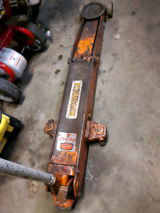 Floor Jack made by Strongarm