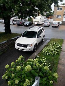 Je vend ma voiture  une Ford Escape 2011