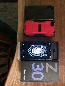 Blackberry Z30 Like New in Box with cases Cambridge Kitchener Area image 2