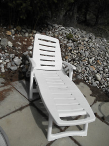 Patio reclining lounge chair