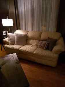 Cream leather couch  Kitchener / Waterloo Kitchener Area image 4