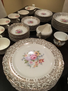 Golden Fragrance China Setting for 8: Excellent condition