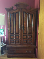 Hardwood Bedroom Set new condition