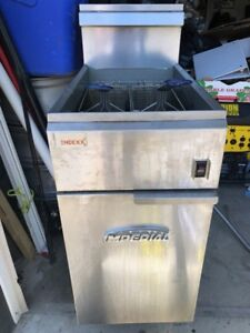 IMPERIAL FRYER, 2 BASKETS INCLUDED