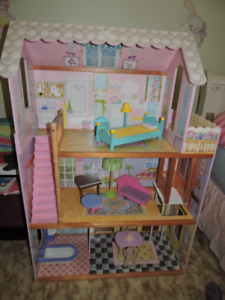 Barbie Doll House, Enfield