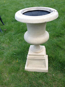 RESIN STONE-LOOK URNS/PLANTERS (SET)(TAUPE)(LIKE NEW)(Paid $400) London Ontario image 9