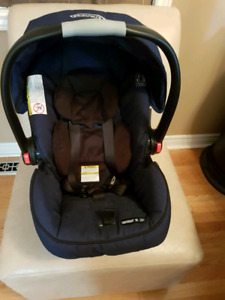Graco Snugride 35 click connect car seat and base