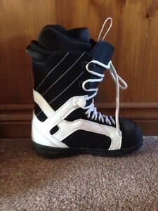 Size 10 Forum snow board boots London Ontario image 3