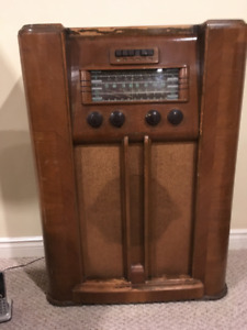 Vintage GE radio in working condition