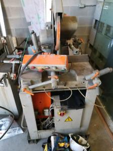 Hydraulic  saw
