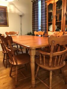 Solid Maple Wood Table and 6 Chairs MINT Condition