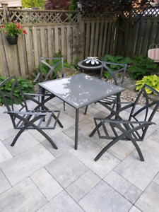 Gently Used Solid Black Cast Iron Patio Table + 4 Chairs Grey Se